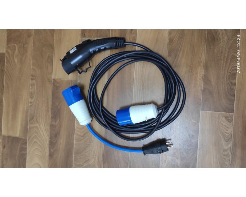 Автоматическое зарядное устройство AMPER 16/32 в штекере